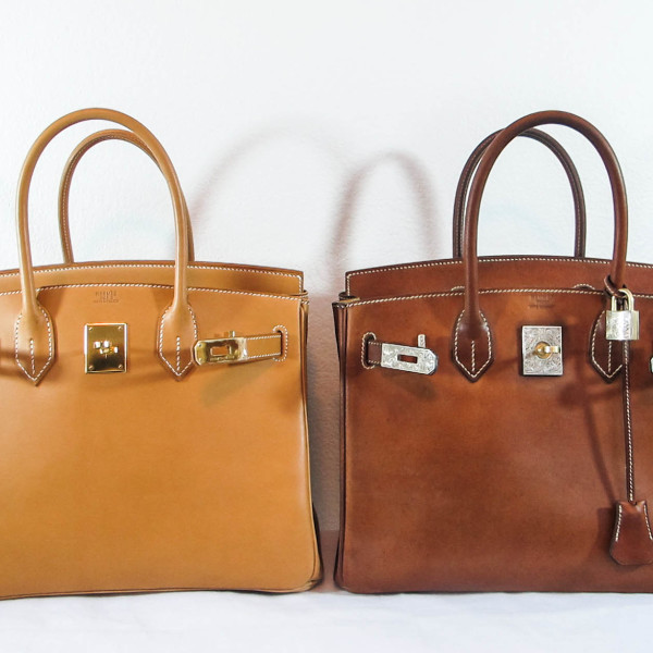 A vache natural Birkin in new condition (on the left) and the other vache natural Birkin (on the right) in full patina, Amazing!