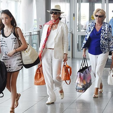 Tag Celebrity And Their Bags
